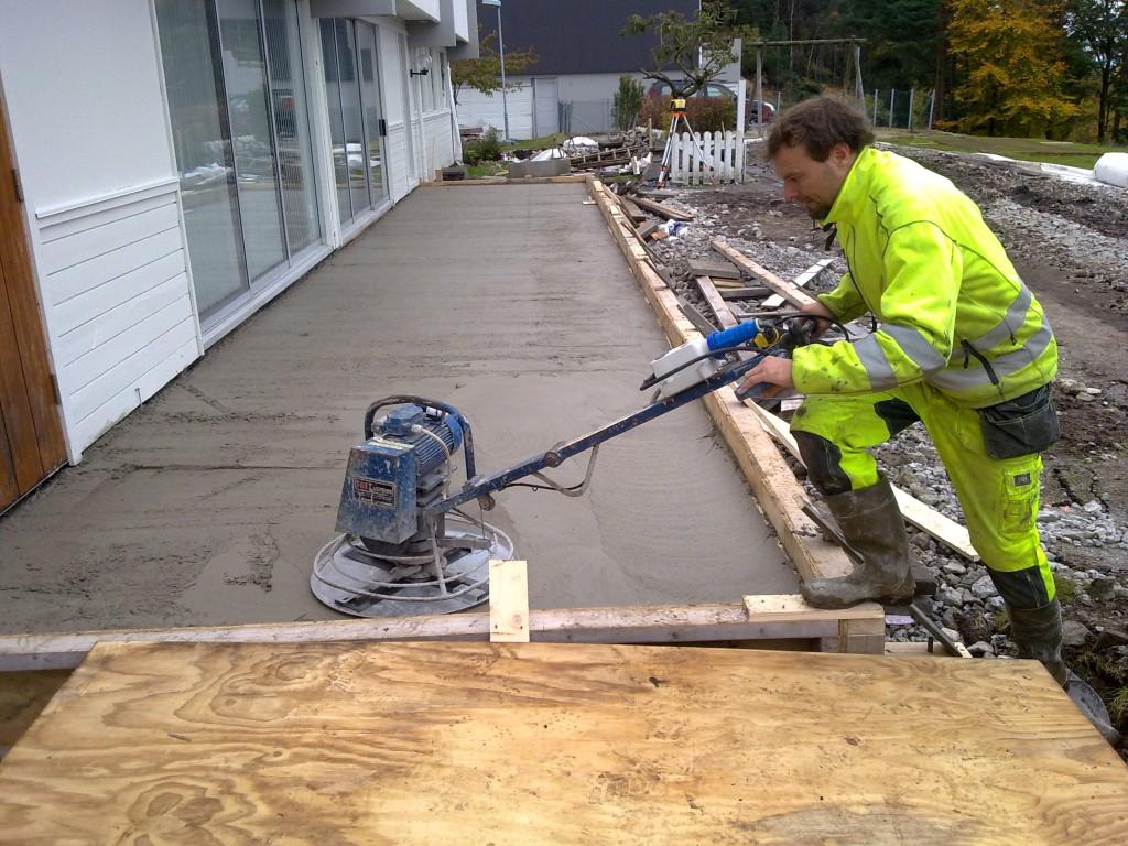 Vi utfører betong og grunnarbeid