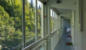 Svalganger, innglassede & åpne balkonger