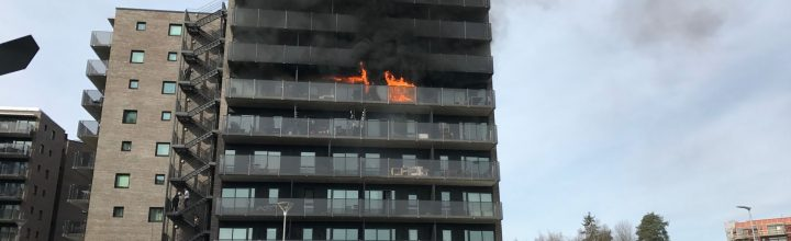Brann i boligblokk på Fornebu
